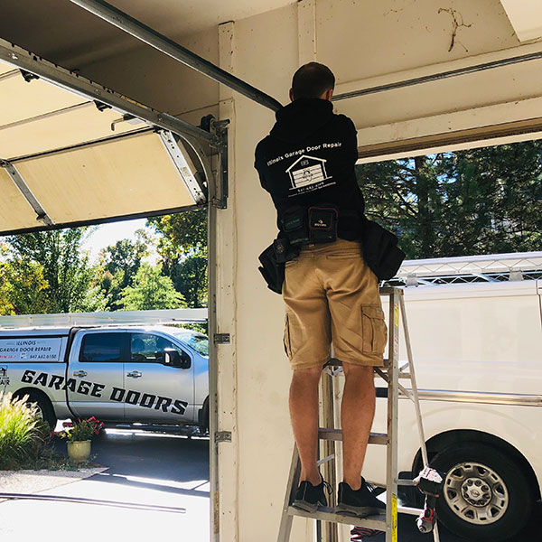 Garage door repair service in Lake Forest, IL area