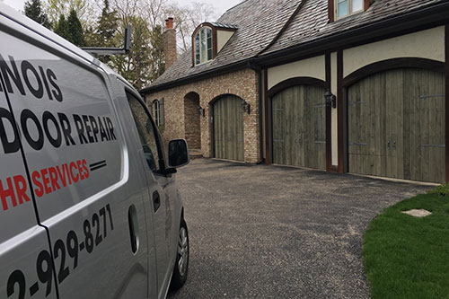 Residential garage door repair service in Evanston, IL area