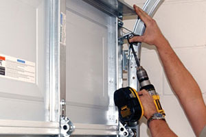 Garage door repair service in McHenry, IL area