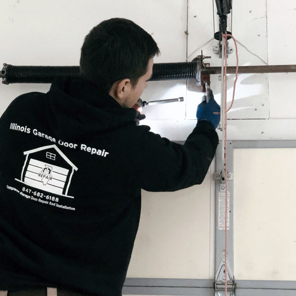 Garage door repair service in Algonquin, IL area